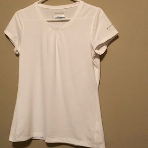 Columbia white shirt sleeve T-shirt - EUC